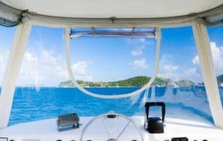 Rêver de conduire un bateau