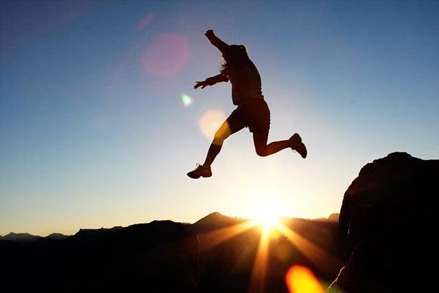 Ce que signifie rêver de sauter:
