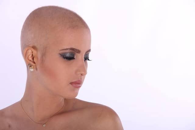 Le rêve de perdre ses cheveux et sa signification: