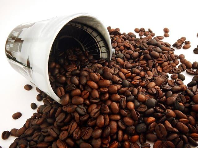 Le rêve de renverser du café et sa signification: