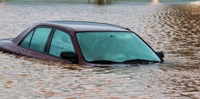 Que signifie un rêve de voiture dans l'eau ?