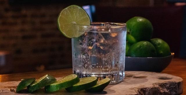 Que signifie un rêve de boire du gin ?