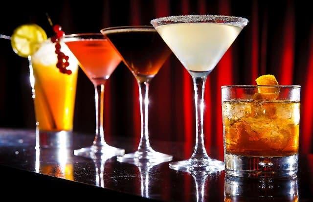 Que signifie un rêve de boire un cocktail?