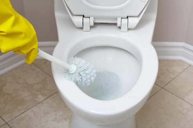 Que signifie rêver de toilettes dégoûtantes ?