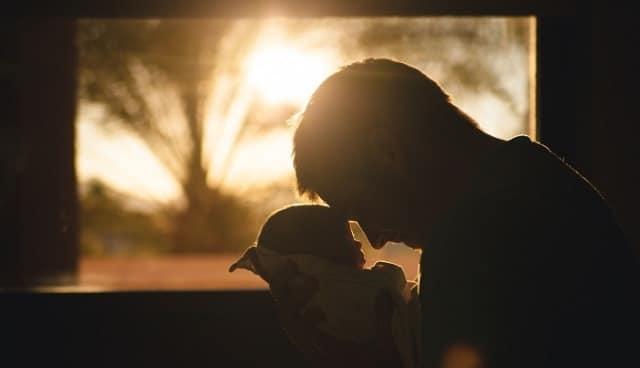 Que signifie rêver de tenir un bébé ?