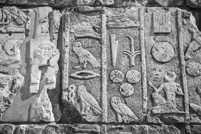 Pourquoi rêver de hiéroglyphe ?