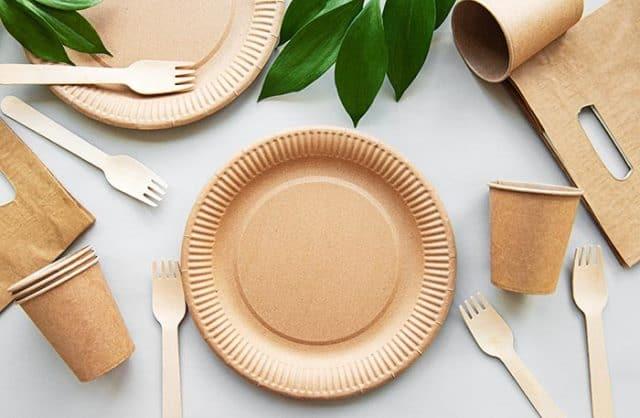Que signifie rêver d'assiettes en plastique ?