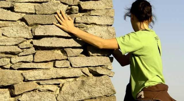 Que signifie rêver d'escalader un mur ?