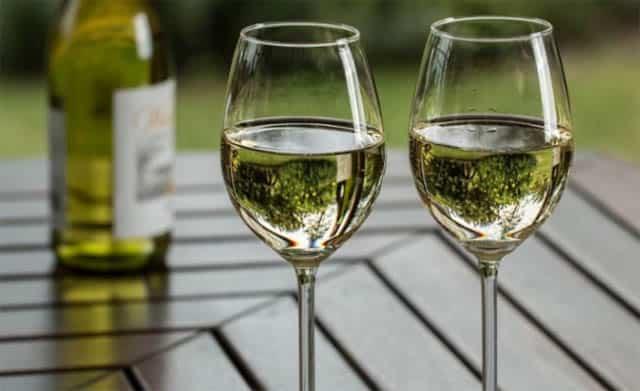 Que signifie rêver de boire du vin blanc ?
