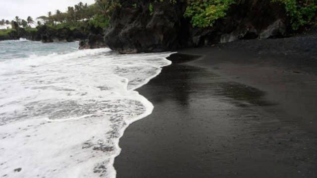 Pourquoi rêver de sable noir ?